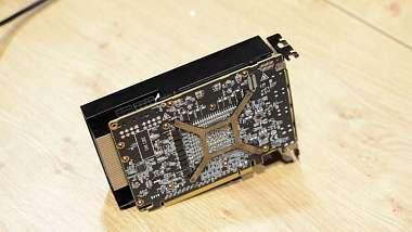 Zmenšená verze Radeon RX Vega zachycena na fotkách