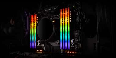 gigabyte-prisel-s-16gb-rgb-ram-kitem-s-dvema-falesnymi-ram-moduly