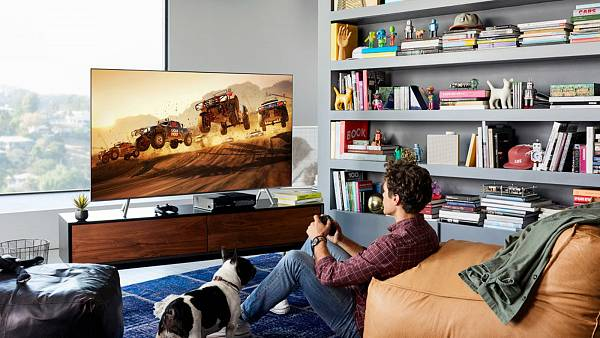 Nové televize Samsung QLED zvládnou splynout s okolím a nerušit